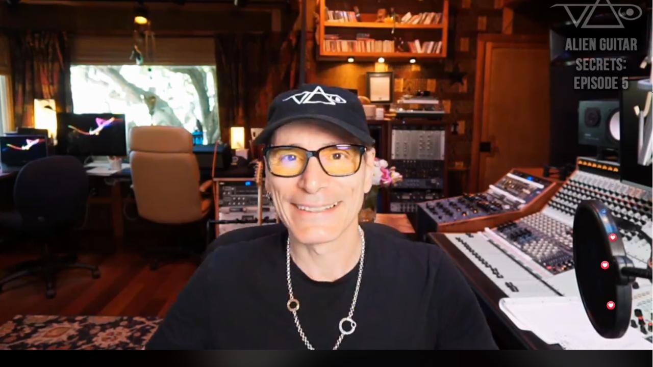 Steve vai a donné un concert live sur facebook, en jouant the crying Machine